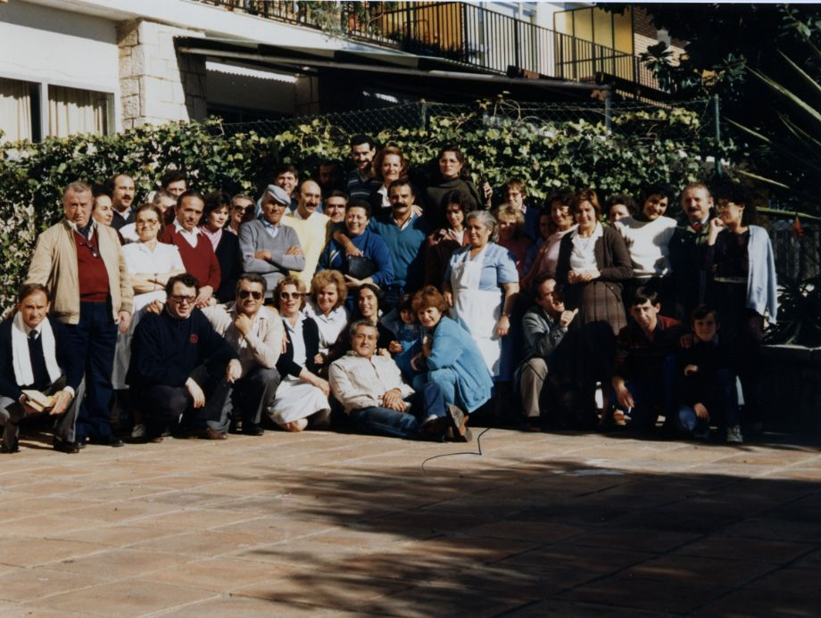 Esta foto, por el título que lleva, parece que la cedió Maite (¿cuál de ellas?). Hay muchas personas que no aparecen. Pero es el grupo más grande y antiguo que se ha encontrado.