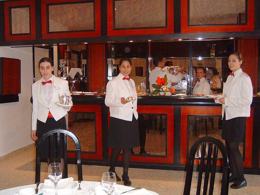 Aula de bar de prácticas, complementaria de la anterior y dónde los propios alumnos y el personal del Centro era objeto de prácticas de desayunos y cualquier otro servicio de la especialidad.