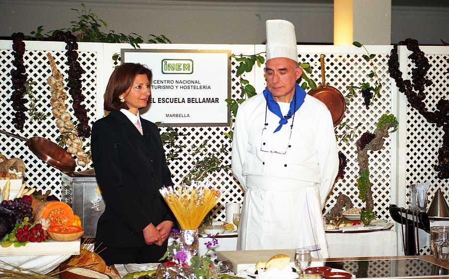 """La Dra. Carmen Cuevas y D. Manuel Atienza peparandose para el rodaje de uno de las capítulos de la serie """"La Dieta Mediterranea"""""""