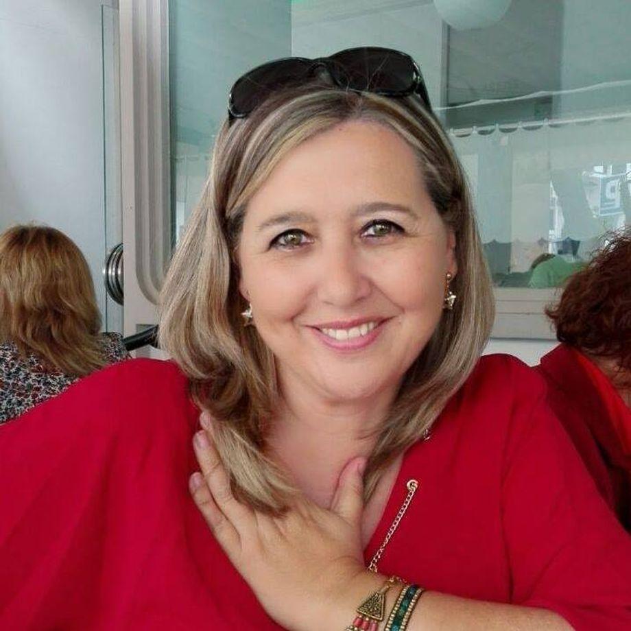 Dª Rosario Pérez-Carrasco Pulido. Al no disponer de una foto adecuada, nos permitimos tomar la de su perfil en Facebook. No se lo hemos consultado y estaremos dispuestos a cualquier modificación que nos indique al respecto.