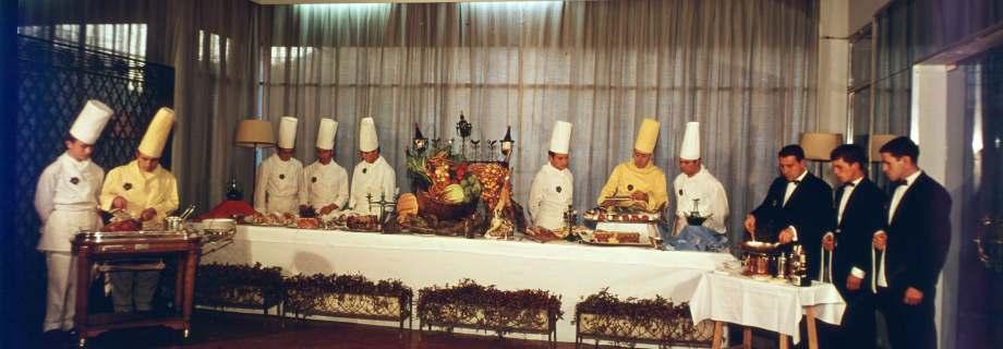 """Buffet en el Hotel-Escuela """"San Nicolás"""", predecesor del """"Bellamar"""""""