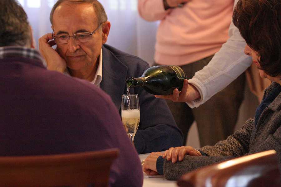 """Ramón Peyrolón, Coordinador General de Gastronomía, participa como jurado en un concurso de Sumilleres. Fue un pilar imprescindible en el proceso de los Certificados. Un """"duro"""" de la calidad. Ya iremos honrando al resto de los protagonistas."""